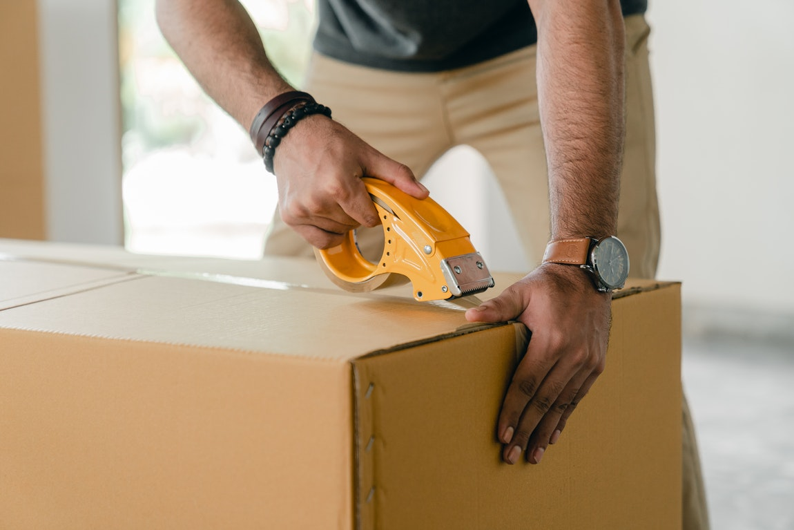 Teaming Up With Fully Equipped And Trained Movers – Factors To Consider